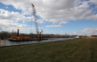 Dredging into Confined Disposal Facility